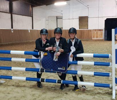 Erfolgreiches Ü30-Oldie-Cup-Finale: Drei Podestplätze für Zevener Reiterinnen
