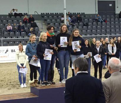 Rebecca Poppe, Hanna Schreyer, Sina-Marie Holsten und Mette Demmler ganz vorne bei Finalveranstaltung 8er Team des PSV